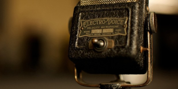 vintage-microphone-wallpaper-music